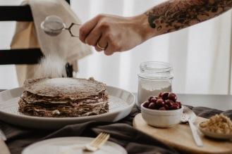 Crêpe Cake Dusting Icing Sugar